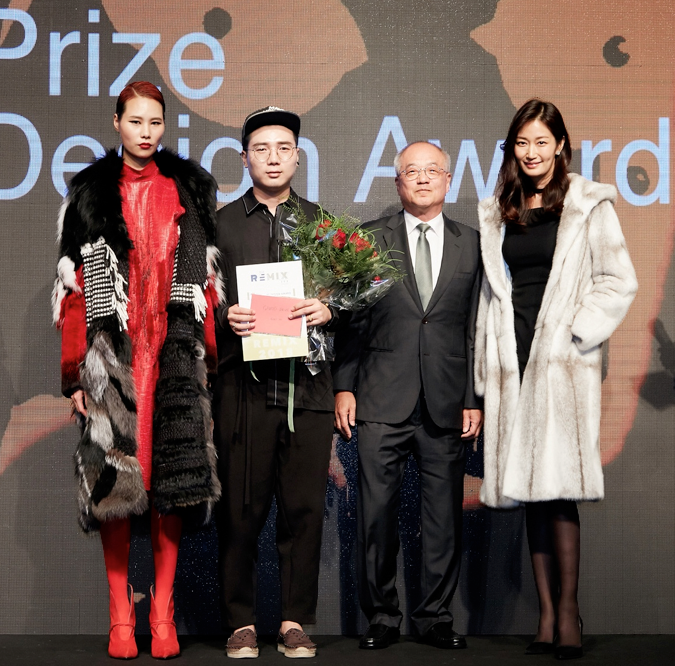 long-chen-with-his-award